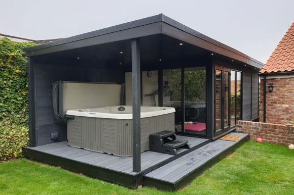 Relaxing Garden Room Hot Tub Retreat London